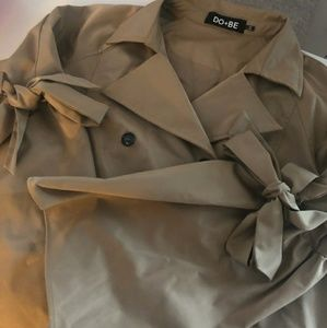 Do+Be crop trench coat style jacket size lg